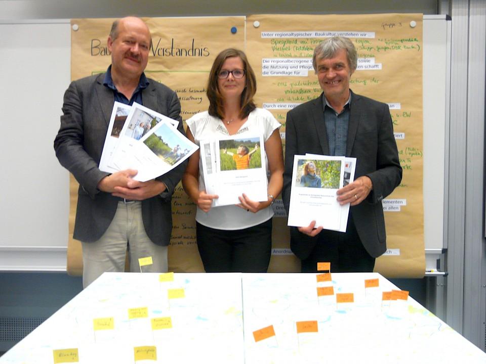 Prof. Hartmut Rein und Juliane Koch bei einer Veranstaltung zum ThemaRegionaltypisches Bauen